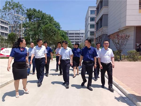 南阳市委宣传部常务副部长王兵到第六完全学校开展调研工作