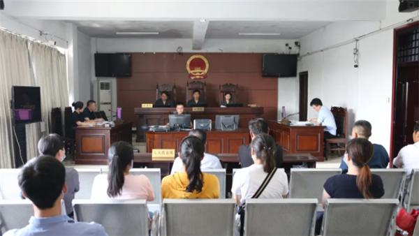 柘城法院院长张书勤担任审判长  邀请人大代表、政协委员及群众旁听庭审