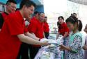 """河南太康万城商贸180多套校服送给边远小学,学生们说:""""穿上新校服,我们觉得很幸福"""""""