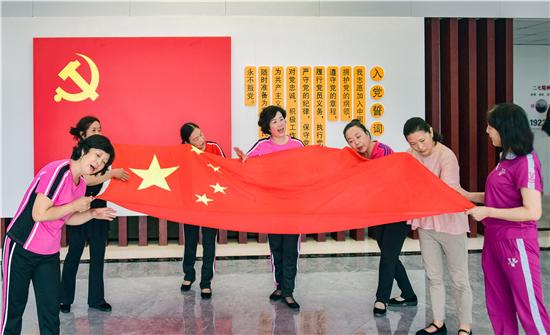 """""""唱红歌 庆党日""""向中国共产党成立100周年献礼"""