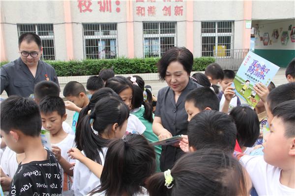 南阳卧龙区法院:防溺水宣传进校园 守护学生生命安全