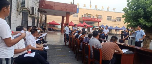 驻马店市驿城区委副书记、区长冯磊到水屯镇督导疫苗接种工作