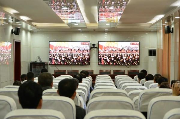 鹿邑法院组织党员集中观看庆祝建党100周年大会并重温入党誓词
