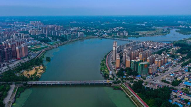 信阳光山:水在城中 楼在绿中 人在画中