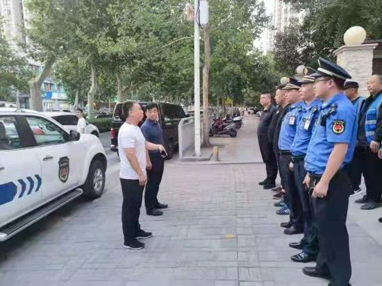 郑州市秦岭路街道联合执法清理占道经营