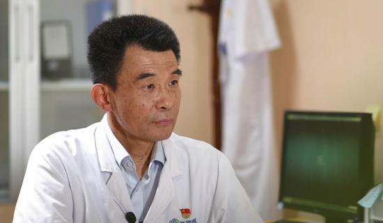"""河南知名眼科專家謝冰:從軍醫到""""民醫"""" 變的是稱呼不變的是醫者仁心"""