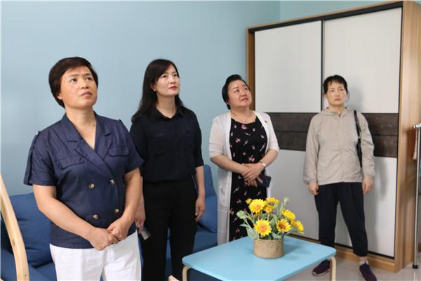 南阳市妇联主席齐宗俭一行莅临西峡县法院调研指导家事调处工作