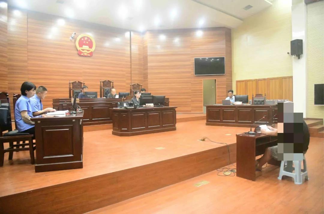 睢县法院邀请群众代表旁听一起职务犯罪案