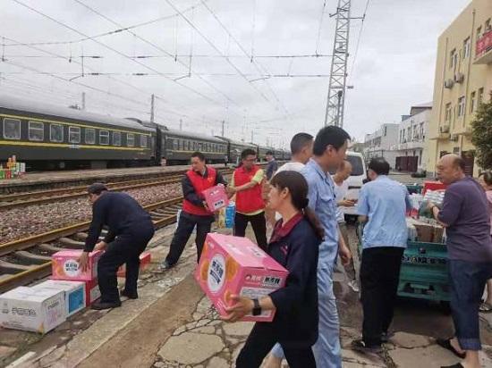 """构建防汛""""最大同心圆"""" 郑州市上街区新的社会阶层人士捐赠救灾物资"""