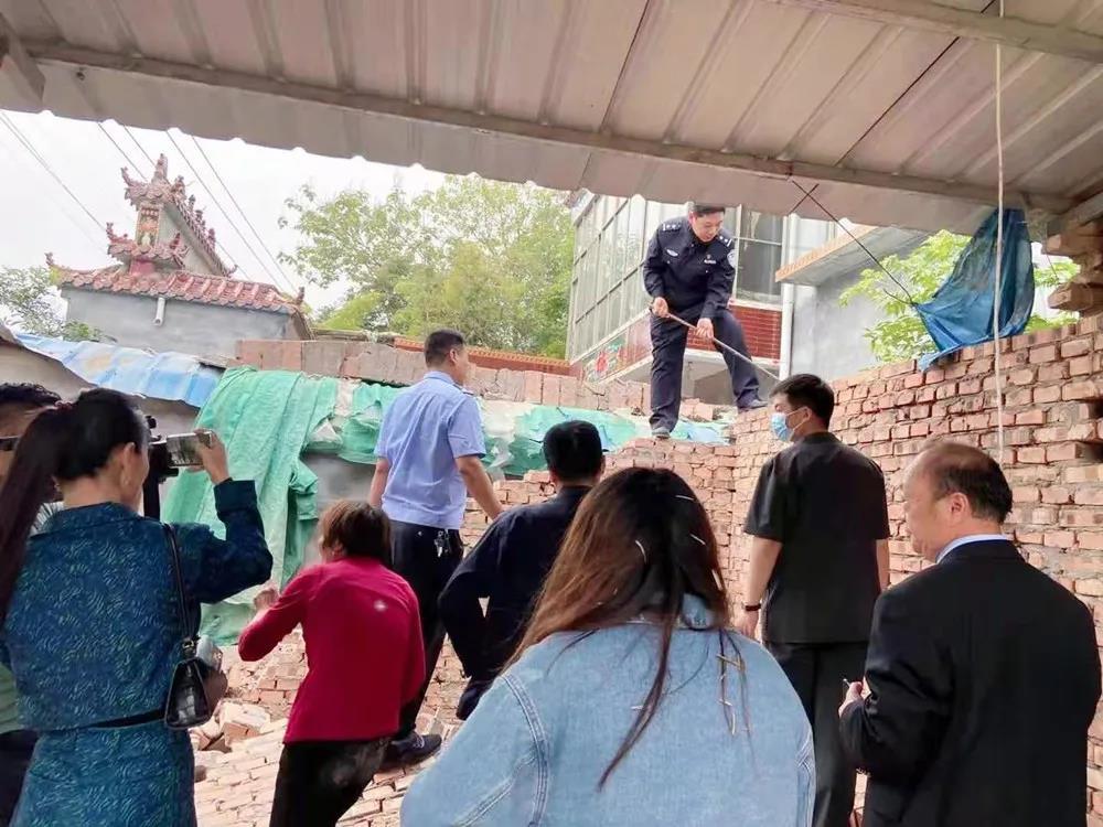 睢阳区法院:一堵墙引发邻里纠纷 法院强制执行兑现胜诉权益
