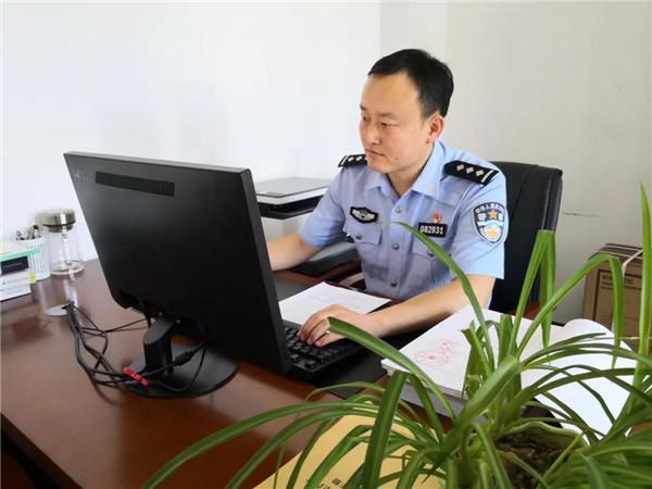 法制战线的守卫者——记社旗县公安局法制大队副大队长孙帅