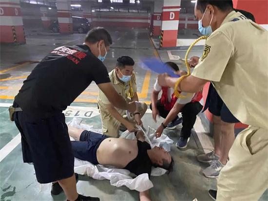 四川红十字会救援队在育林社区开展灾后消杀防疫