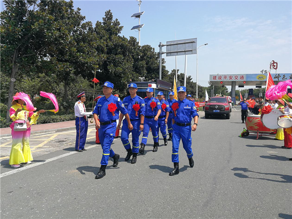 内乡蓝天救援队赴新乡参与救灾的勇士们载誉平安归来