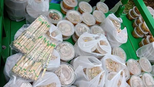 爱心午餐 暖心暖胃 郑州高新区石佛办事处五龙口村村民为抗疫人员送爱心餐