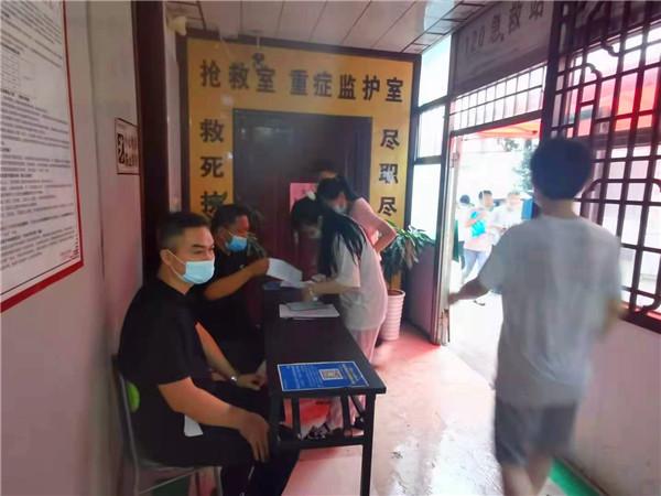新野县实验中学疫苗接种工作在县景仁堂医院有序进行