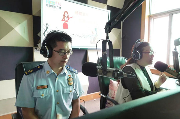 南阳消防支队做客广播电台FM936《叨闲姜》 深入解读《高层民用建筑消防安全管理规定》