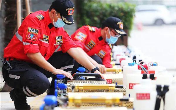 返校复学前夕,郑州市第七十一中学开展校园全面消毒工作