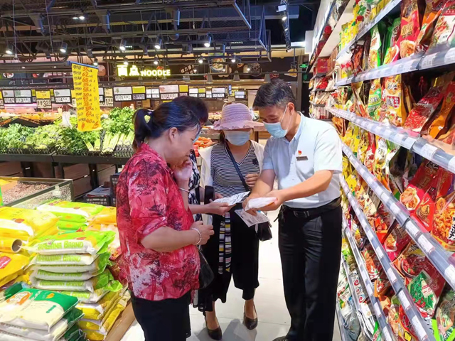 邓州市盐业公司:双节前夕科普碘盐送健康