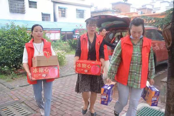 """爱心志愿者与邓州市特教学校孩子们共度""""双节"""""""
