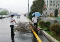 暴雨来袭,郑州市金水区巡防冒雨巡逻及时处置险情