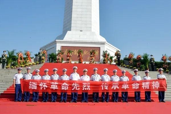 南阳消防支队指战员代表参加烈士纪念日公祭活动