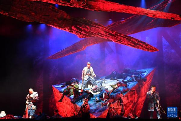 现代京剧《突围·大别山》在郑州上演