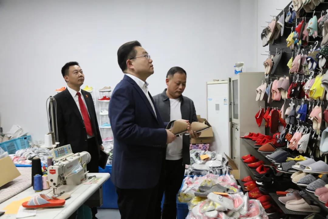 梁园区法院院长王亚东深入企业精准帮扶